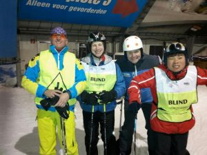 Poseren in SnowWorld onderaan piste 2, vlak voor de tunnel naar piste 3
