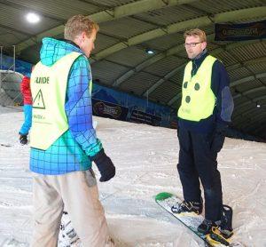 Instructies tijdens een snowboardles